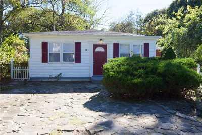 Selden Single Family Home For Sale: 54 Oakdale Ave