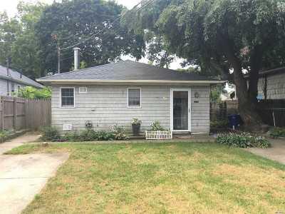 Selden Single Family Home For Sale: 56 Oakmont Ave
