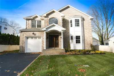 Syosset Single Family Home For Sale: 34 E Hillside Ln