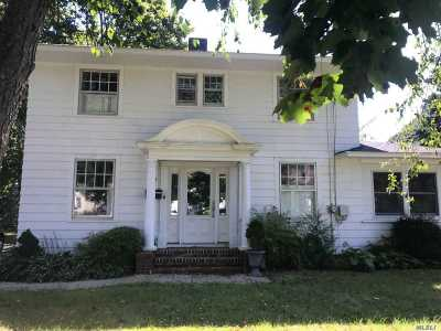 Sayville Single Family Home For Sale: 52 Hampton St