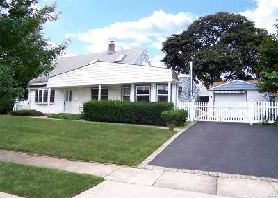 Levittown Single Family Home For Sale: 32 N Water Ln