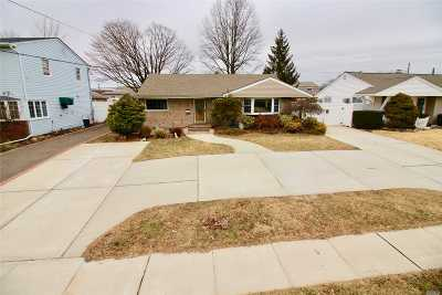 Bethpage Single Family Home For Sale: 14 Normandy Dr