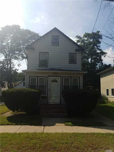 Westbury Single Family Home For Sale: 247 Grand St