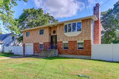 Bay Shore Single Family Home For Sale: 1081 Hyman Avenue