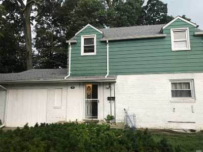 Nassau County Single Family Home For Sale: 35 W Pennywood Ave