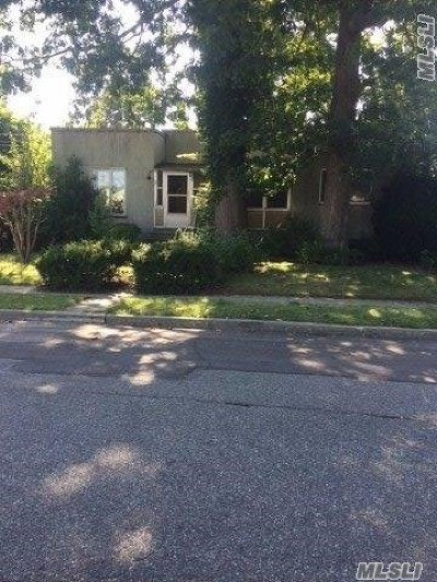 Merrick Single Family Home For Sale: 42 Frankel Blvd