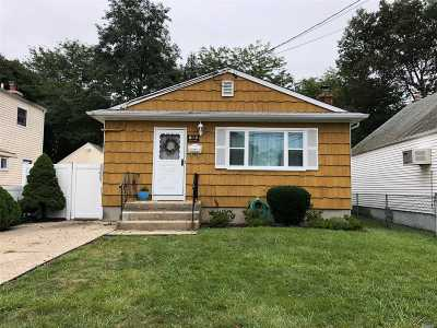 Copiague Single Family Home For Sale: 368 Lafayette St