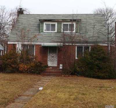 New Hyde Park Single Family Home For Sale: 76-35 Hewlett St