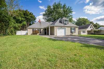 Islandia Single Family Home For Sale: 135 Split Cedar Dr