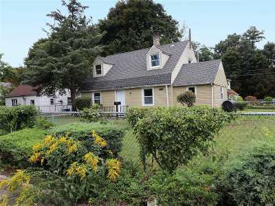 Nassau County Single Family Home For Sale: 108 Maplewood Dr