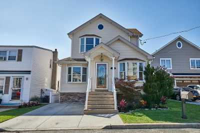 Seaford Single Family Home For Sale: 3642 Somerset Dr
