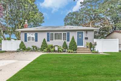 Deer Park Single Family Home For Sale: 39 Westwood Ave