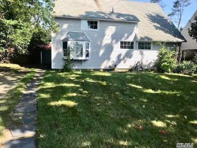 Nassau County Single Family Home For Sale: 75 Flamingo Rd