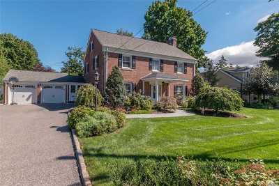 Huntington Single Family Home For Sale: 46 Dumbarton Dr