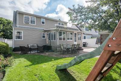 Merrick Single Family Home For Sale: 36 Crocus Ave