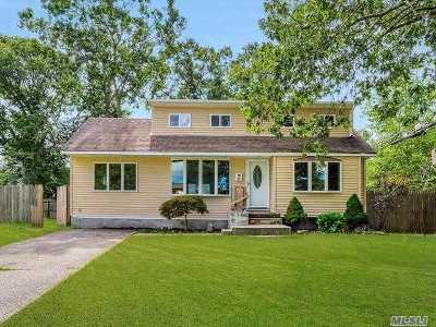Centereach Single Family Home For Sale: 12 East Ct