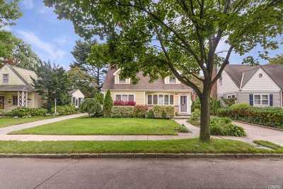 Nassau County Single Family Home For Sale: 138 Ash St