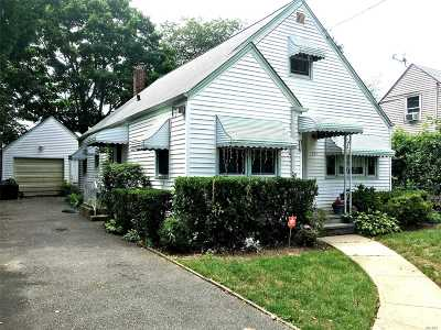 Westbury Single Family Home For Sale: 233 Bond St