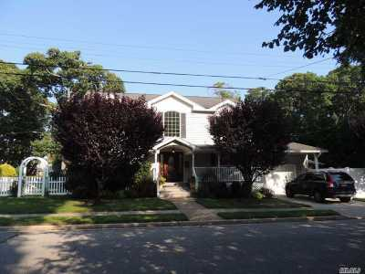 Nassau County Single Family Home For Sale: 1585 Henry Rd