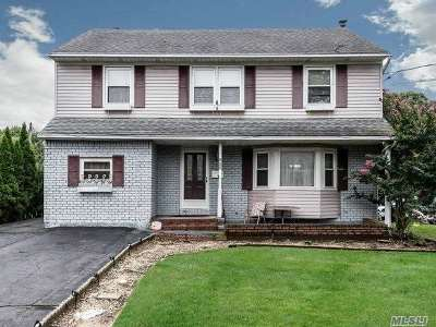 Westbury NY Single Family Home For Sale: $620,000