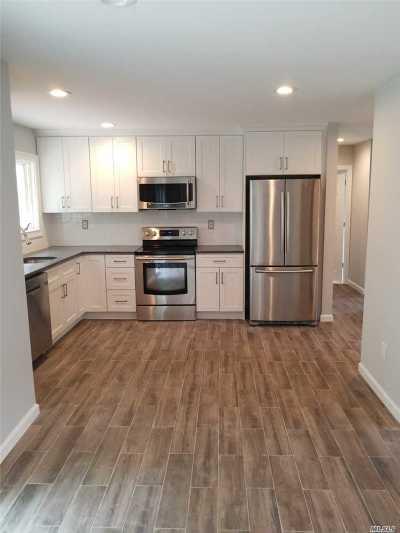 Farmingville Single Family Home For Sale: 86 Rosemont Ave