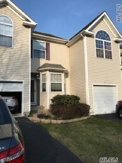 Medford Condo/Townhouse For Sale: 30 Cranberry Cir