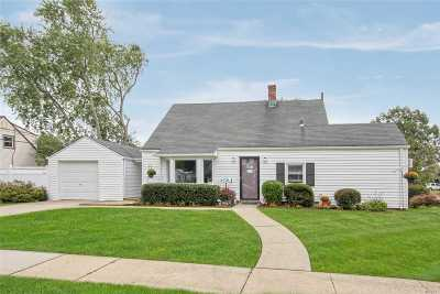Levittown Single Family Home For Sale: 15 Aster Ln