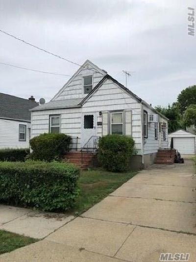 Nassau County Single Family Home For Sale: 176 Franklin St