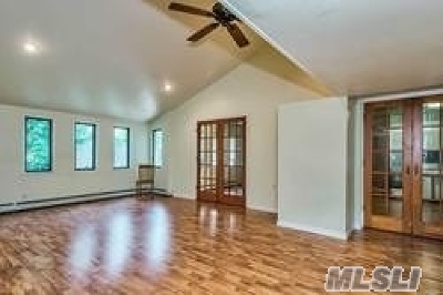 Nassau County Single Family Home For Sale: 80 Constellation Rd