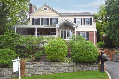Port Washington Single Family Home For Sale: 10 Warwick Pl