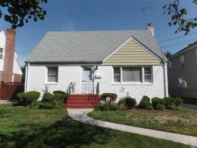 Hempstead Single Family Home For Sale: 35 W Marshall St