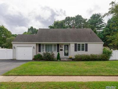 Smithtown Single Family Home For Sale: 79 Birchbrook Dr