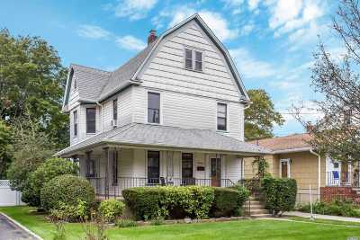 Lynbrook Single Family Home For Sale: 13 Pearsall Ave