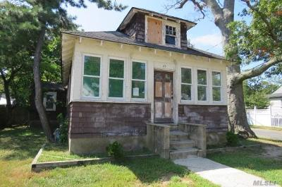 Bay Shore Single Family Home For Sale: 40 Rhodes Ave