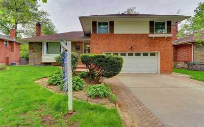 Westbury Single Family Home For Sale: 31 Cedar Rd