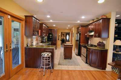 Port Washington Single Family Home For Sale: 35 Henderson Ave