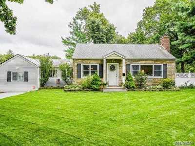 Huntington Sta NY Single Family Home For Sale: $429,000