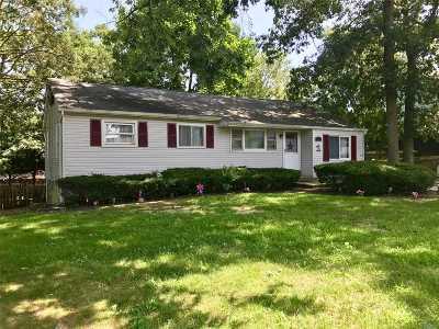 Ronkonkoma Single Family Home For Sale: 91 Brunswick