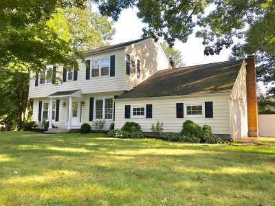 Middle Island Single Family Home For Sale: 20 Fairway Dr