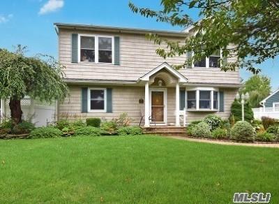 Deer Park Single Family Home For Sale: 24 Jessen Ave
