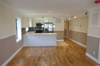 Flushing Condo/Townhouse For Sale: 75-32 Parsons Blvd