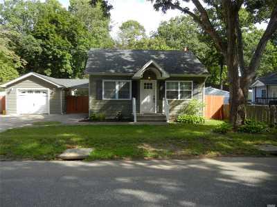 Ronkonkoma Single Family Home For Sale: 309 Central Islip Blvd