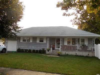 East Meadow Single Family Home For Sale: 448 Oakdale Rd