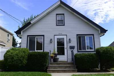 Freeport Single Family Home For Sale: 209 Moody Ave