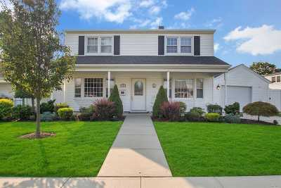 Levittown Single Family Home For Sale: 104 Saddle Ln
