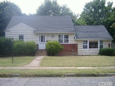 East Meadow Single Family Home For Sale: 596 Midvale Ave