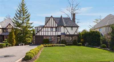 Rockville Centre Single Family Home For Sale: 11 Oxford Pl