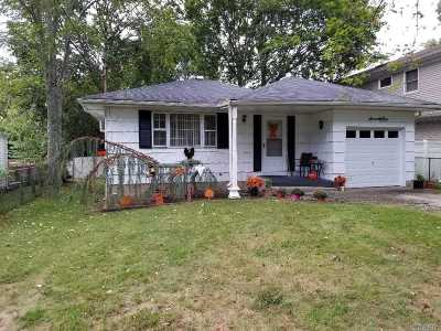 Selden Single Family Home For Sale: 71 Inwood Ave
