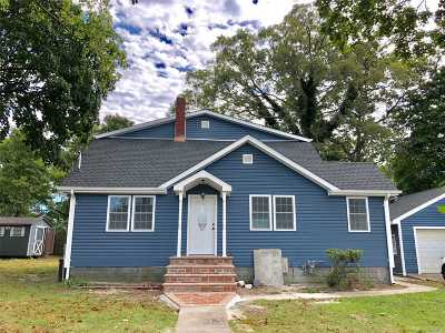 central Islip Single Family Home For Sale: 62 Brightside Ave