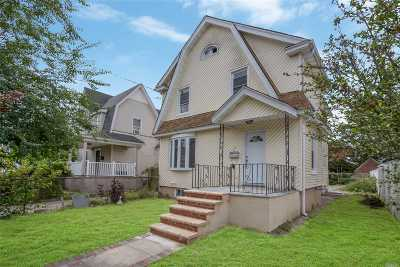 Hempstead Single Family Home For Sale: 57 Florence Ave